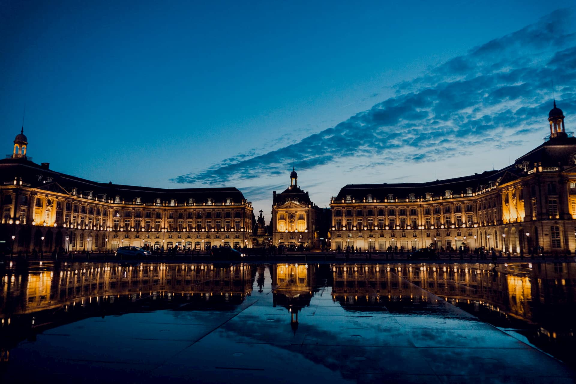 Place de la comédie à Bordeaux - Juan Di Nella on Unsplash